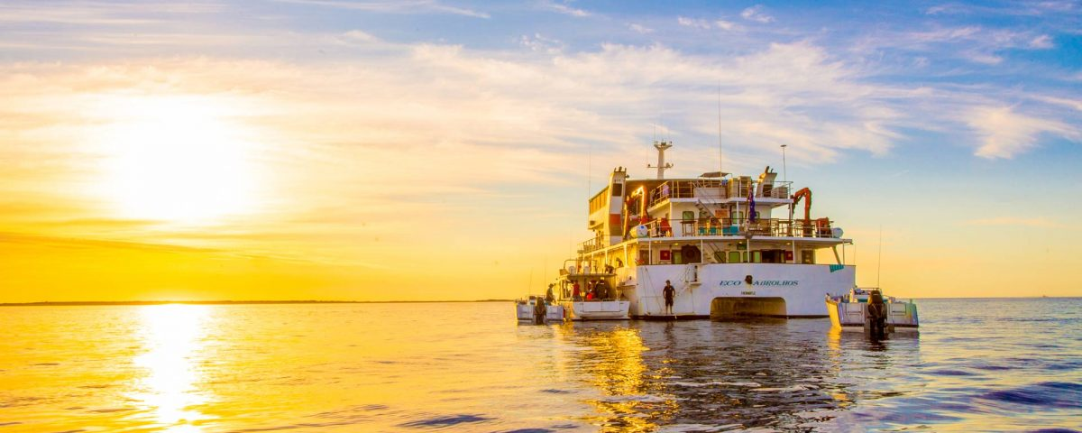Abrolhos Islands Cruise